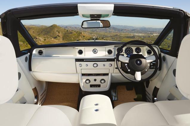 2014-Rolls-Royce-Phantom-Drophead-Coupe-front-interior1
